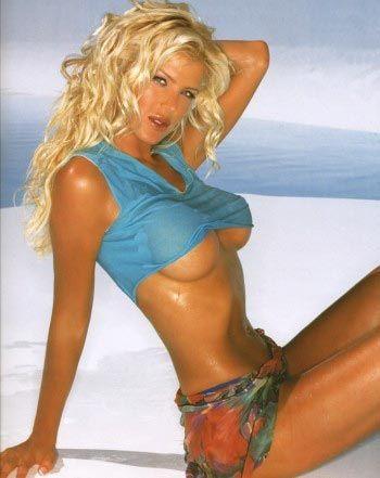 Victoria Silvstedt : une jolie Viking qui a eu recours aux prothèses mammaires !