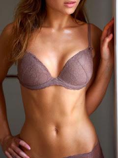 L'évolution du sein féminin entre les nouveaux canons esthétiques et les développements de la chirurgie plastique